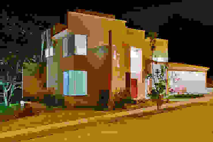 Houses by Excelencia en Diseño, Modern