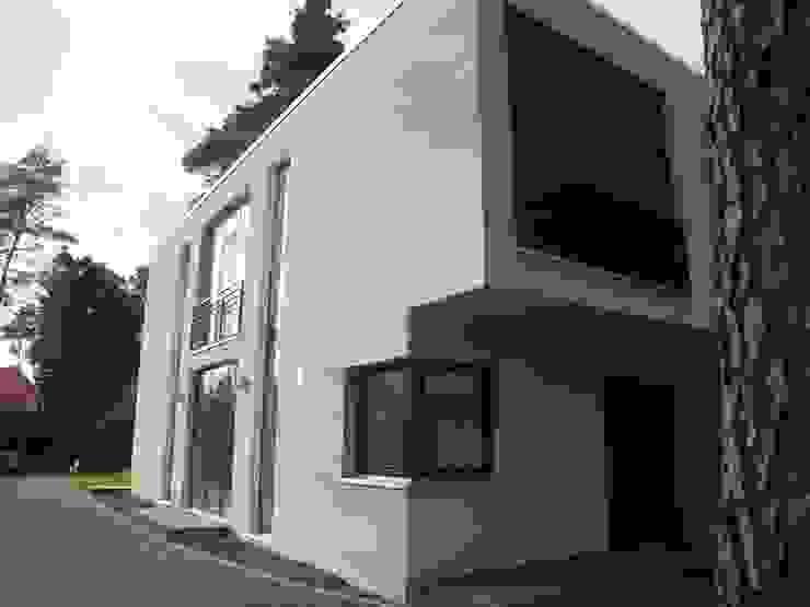 Süd- und Ostseite Moderne Häuser von homify Modern