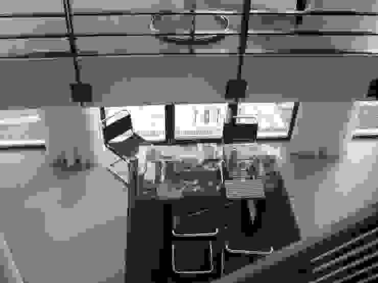 Blick ins Erdgeschoss Moderne Wohnzimmer von homify Modern