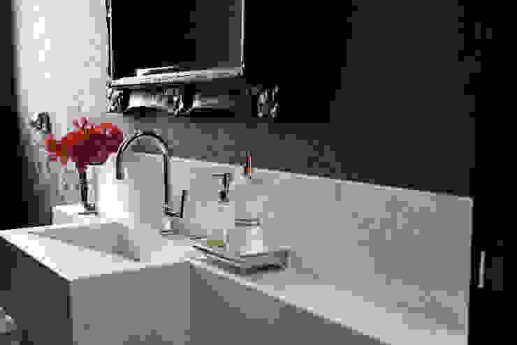 Asenne Arquitetura Classic style bathroom