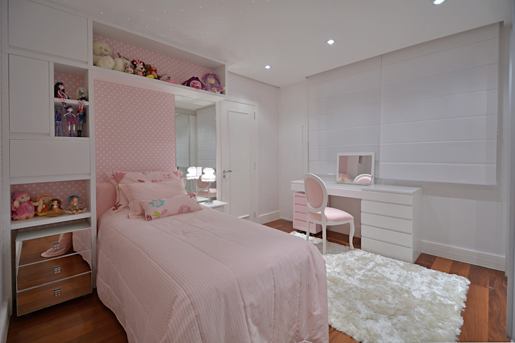 Dormitório menina Quarto infantil moderno por Stúdio Márcio Verza Moderno