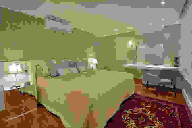 Dormitório casal Quartos modernos por Stúdio Márcio Verza Moderno