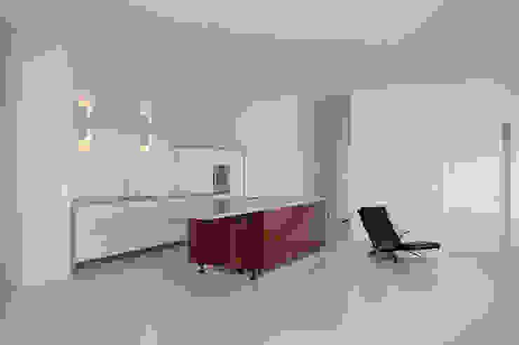 Latex spuiten keuken: modern  door WandenPlafondSpuiten.nl | latex spuiten | spack spuiten | stucwerk, Modern