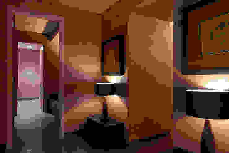 Холл зоны кабинетов в цоколе салона. от Станислав Старых