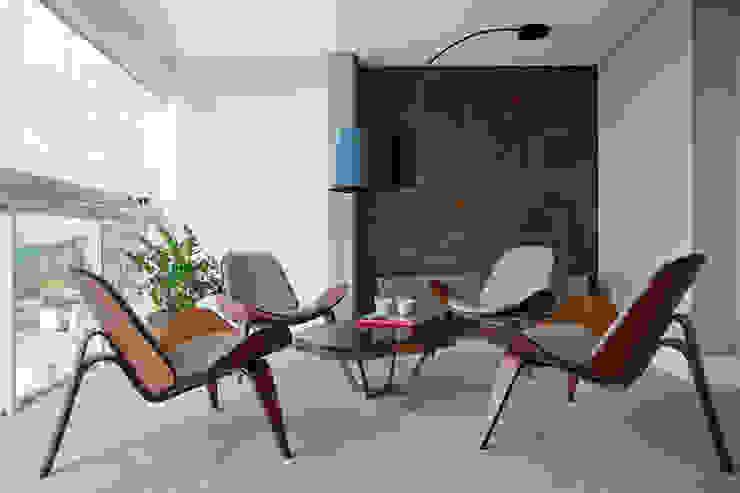 Varanda Despojada Varandas, alpendres e terraços modernos por homify Moderno