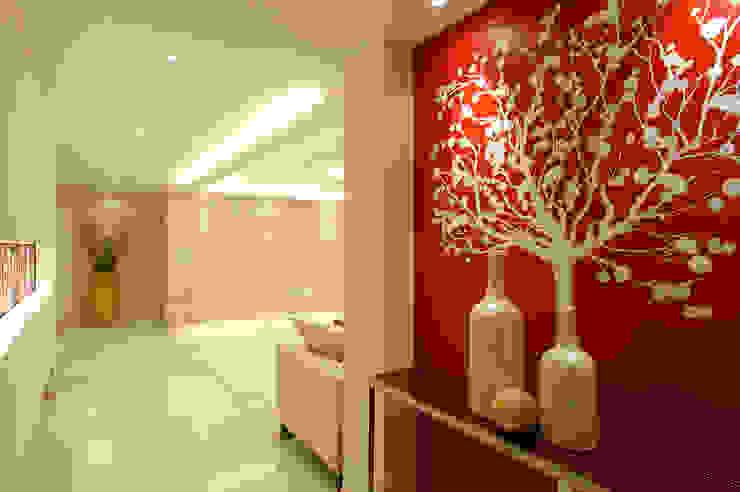 A Apartment ミニマルスタイルの 玄関&廊下&階段 の Yunhee Choe ミニマル