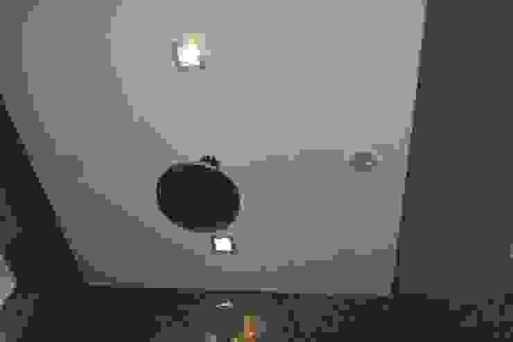 Hoofddouche en muziek Moderne badkamers van Bad & Design Modern