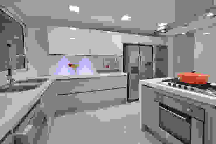 Cozinha Cozinhas modernas por Stúdio Márcio Verza Moderno