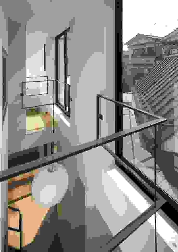 寝屋川の家 Huse of Neyagawa モダンデザインの テラス の 林泰介建築研究所 モダン