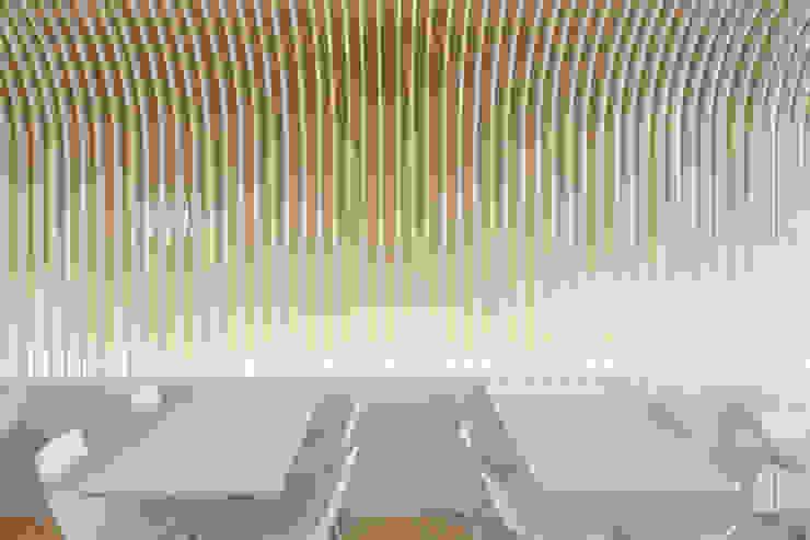Bakery Espaços de restauração minimalistas por PAULO MERLINI ARCHITECTS Minimalista