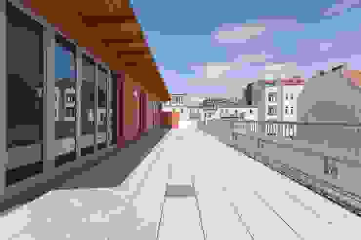 Brunnenstrasse 141 A, 10115 Berlin, Haus an der Mauergedenkstätte Moderner Balkon, Veranda & Terrasse von Becker + Hofstätter, Projektsteuerung und Controlling GmbH & Co. KG Modern