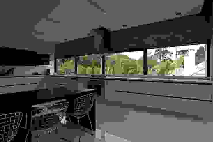 Cocinas de estilo moderno de Marcos Bertoldi Moderno