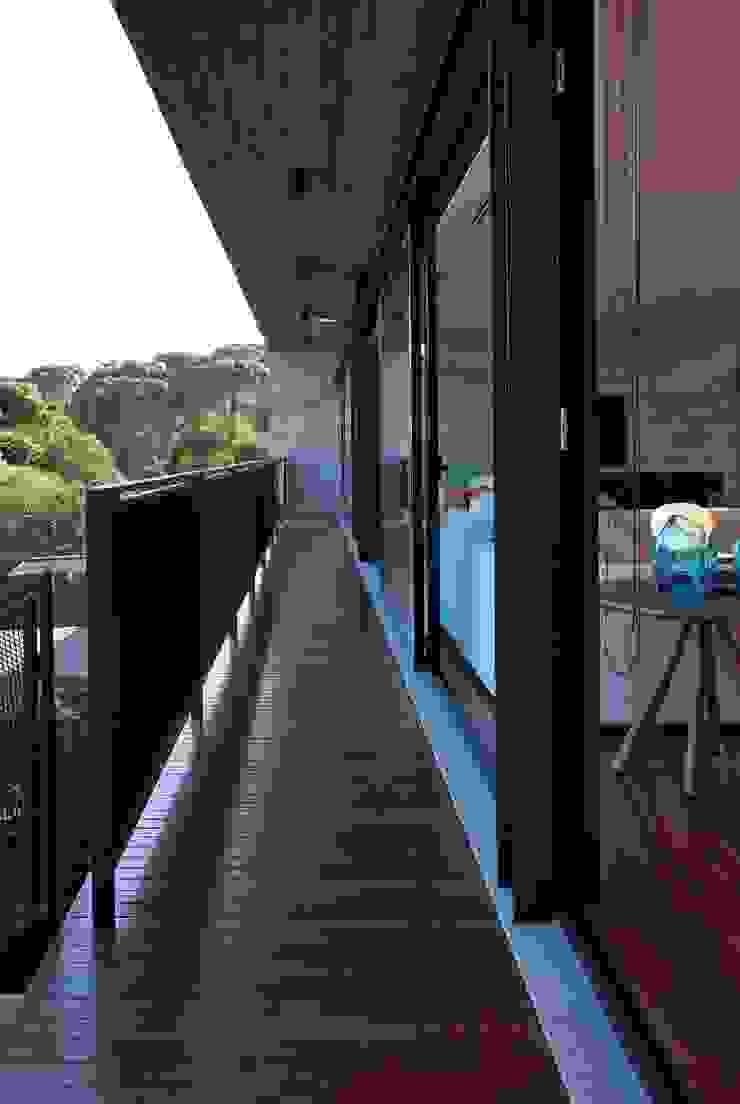 Casa | LM | Varandas, alpendres e terraços modernos por Marcos Bertoldi Moderno