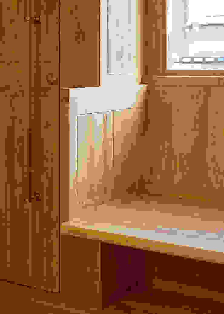 Detail of bay window seat: scandinavian  by Satish Jassal Architects, Scandinavian
