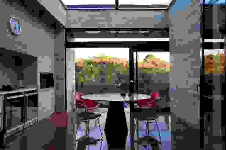 Casa | LM | Salas de jantar modernas por Marcos Bertoldi Moderno