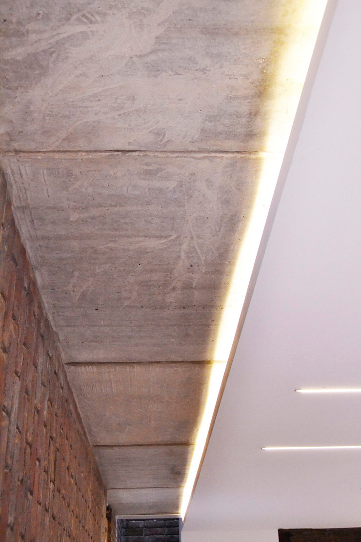 Ceiling detail Modern living room by Satish Jassal Architects Modern