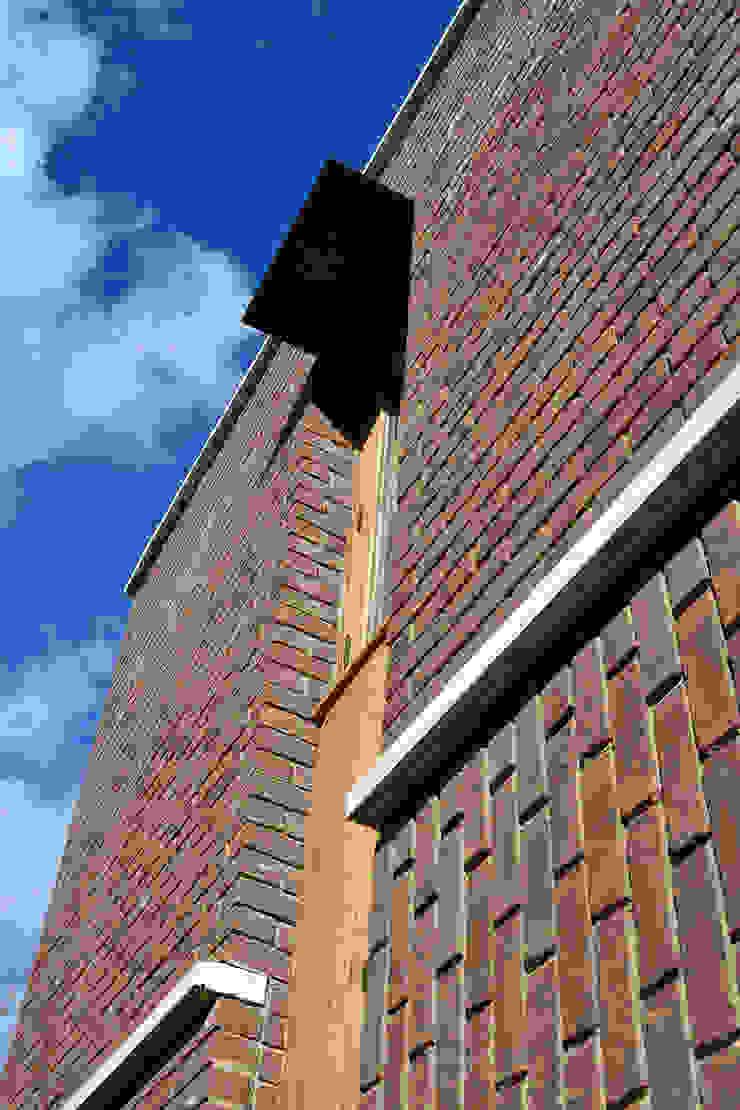 Window and brick bonding detail Modern houses by Satish Jassal Architects Modern