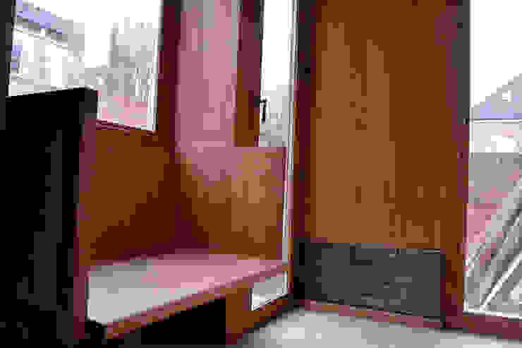 Bay window seat and oak panels: scandinavian  by Satish Jassal Architects, Scandinavian