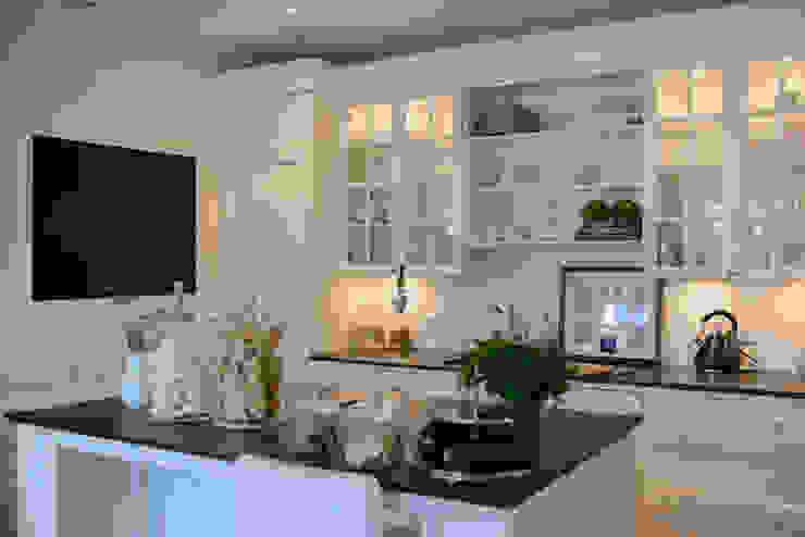 Mieszkanie w stylu New England Klasyczna kuchnia od Studio Inaczej Klasyczny