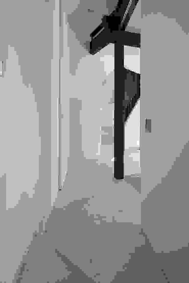 扇翁 モダンスタイルの 玄関&廊下&階段 の 充総合計画 一級建築士事務所 モダン