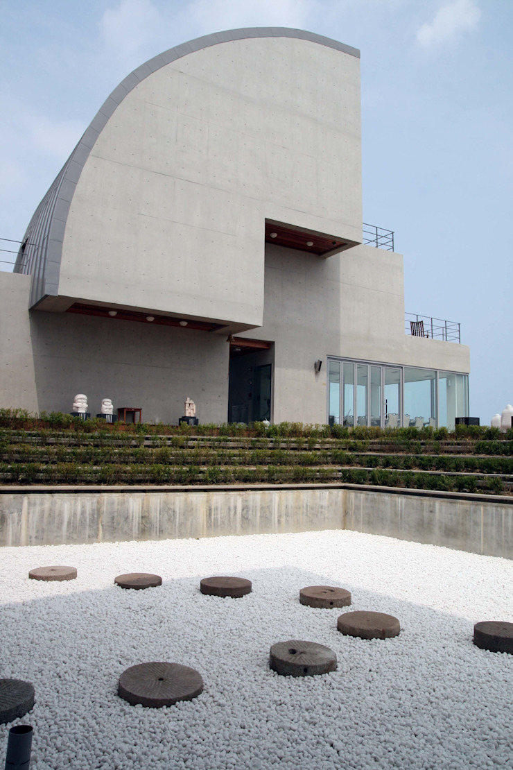 Yangyang Cotiere pension (양양 꼬띠에르 펜션) by archim architects