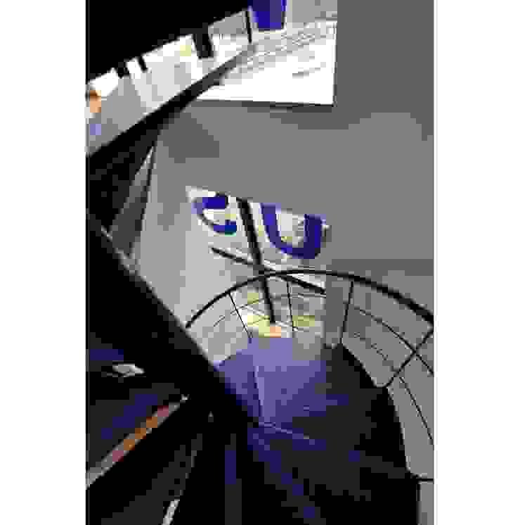 辻史彰建築研究所 Pasillos, vestíbulos y escaleras de estilo moderno