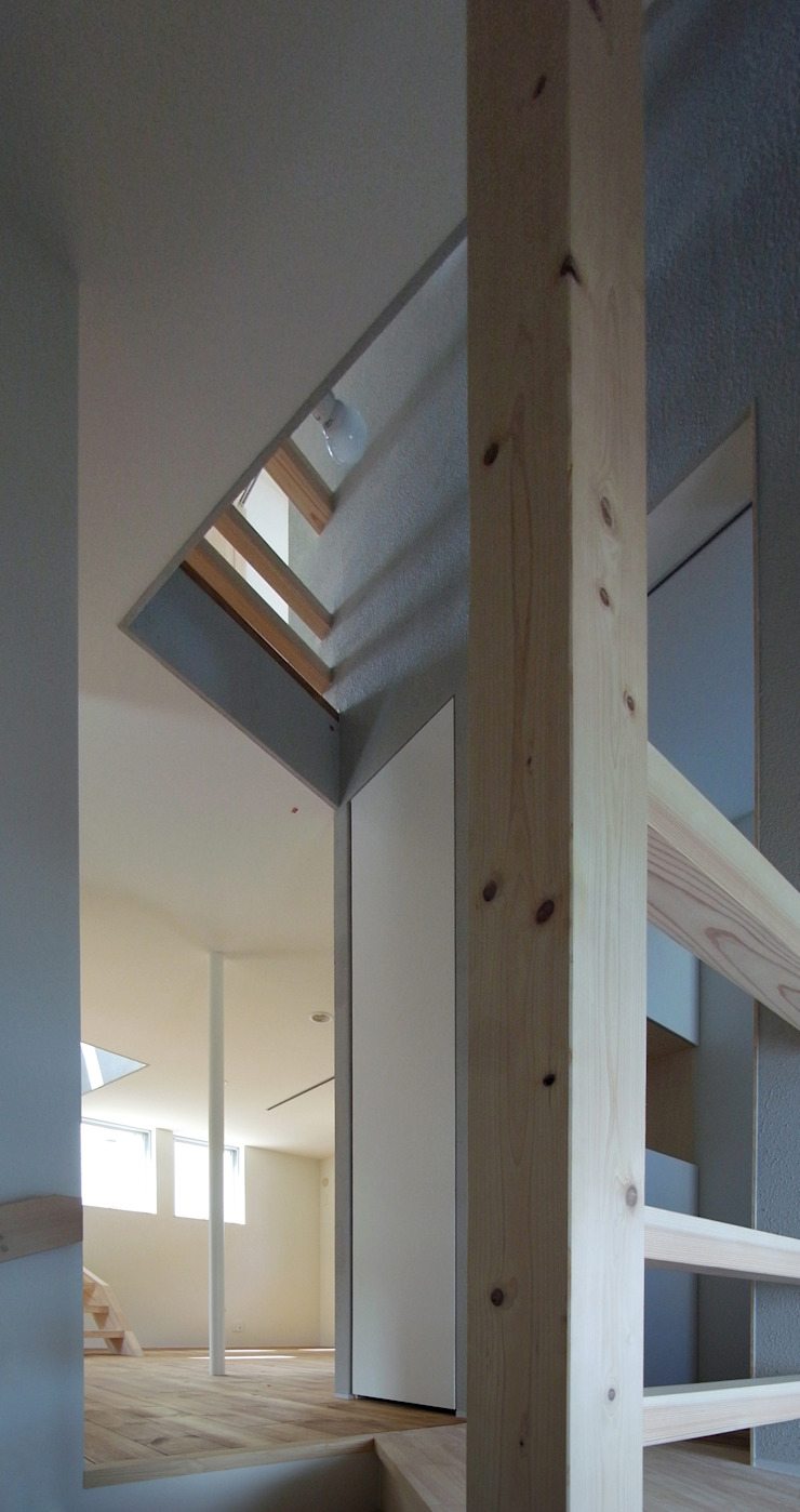 INSERT モダンスタイルの 玄関&廊下&階段 の 充総合計画 一級建築士事務所 モダン