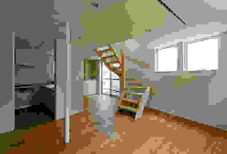 INSERT 充総合計画 一級建築士事務所 モダンデザインの 多目的室