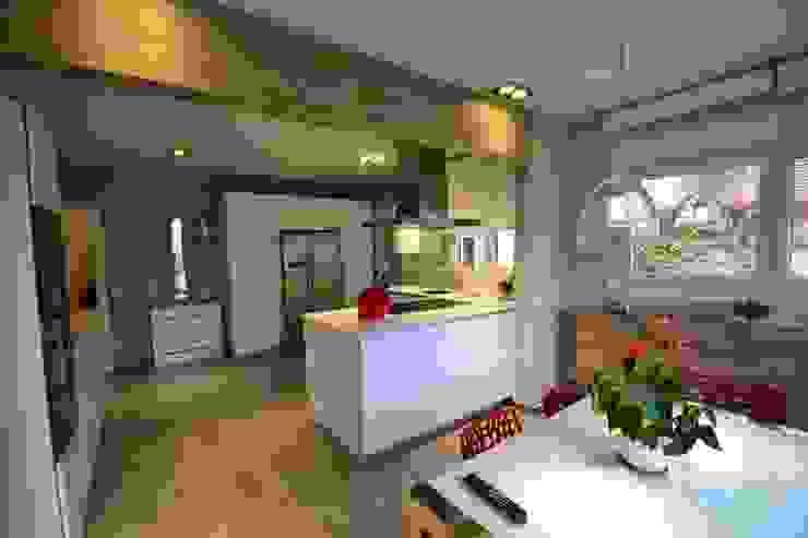 Cocina con comedor Canexel Cocinas modernas: Ideas, imágenes y decoración