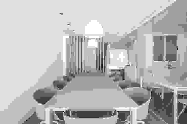 Ático en Valencia de Hernández Arquitectos Minimalista