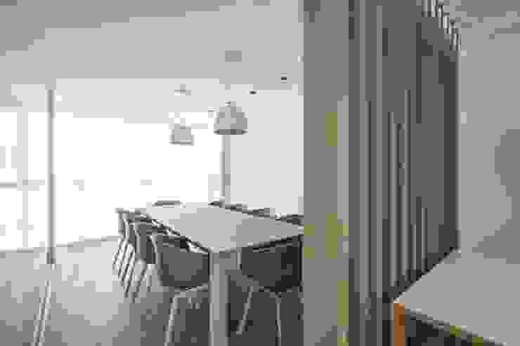 Ático en Valencia Comedores de estilo minimalista de Hernández Arquitectos Minimalista