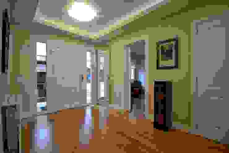 Recibidor y pasillo Canexel Pasillos, vestíbulos y escaleras eclécticos