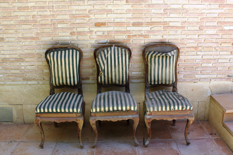 4 sillas isabelinas originales encontradas en un viejo trastero de Dominique Restauración