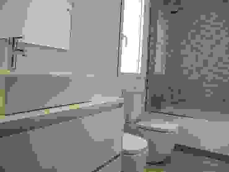 Baño invitados. CECILIA POZZI INTERIORISMO Baños de estilo minimalista de CECILIA POZZI INTERIORISMO Minimalista