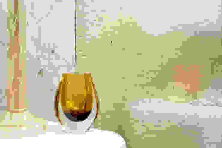 Gilded Cracked Gesso Paredes e pisos ecléticos por Rupert Bevan Ltd Eclético