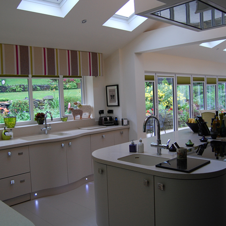 Bi-fold doors Modern kitchen by Nest Kitchens Modern
