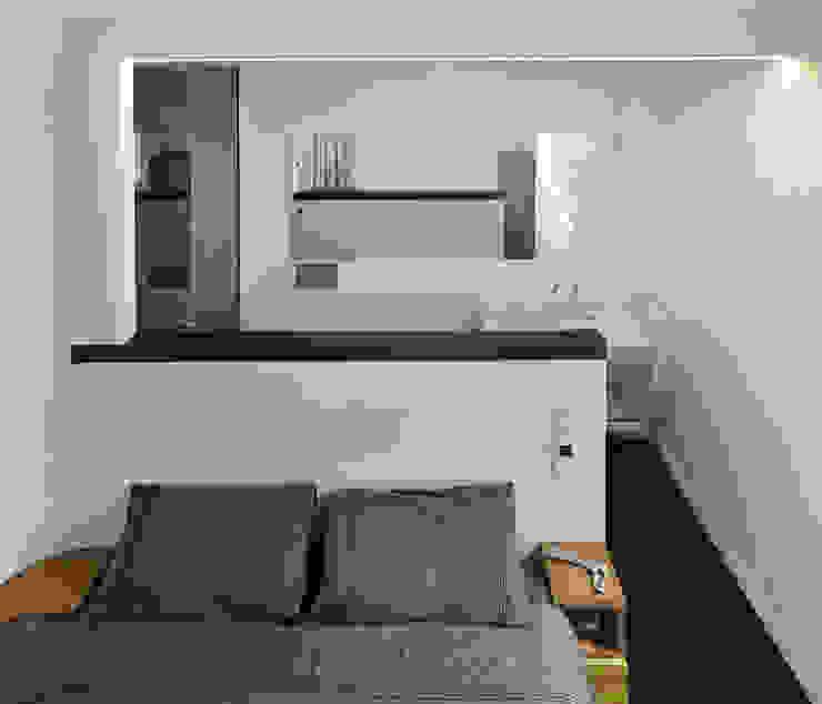 Reforma de apartamento en dos plantas, A Estrada, Pontevedra Dormitorios de estilo minimalista de Ameneiros Rey | HH arquitectos Minimalista