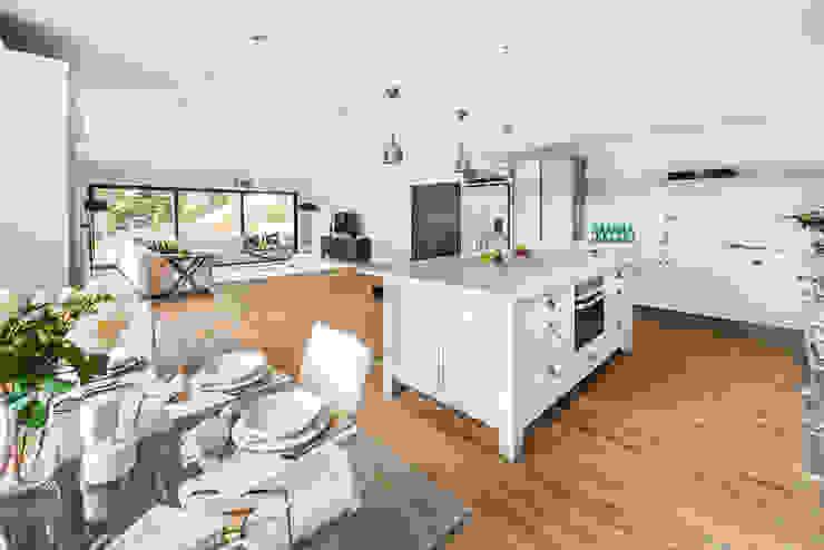Farnham extension Modern kitchen by C7 architects Modern
