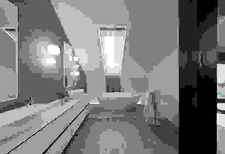 Moderne Badezimmer von Pracownia Świętego Józefa Modern