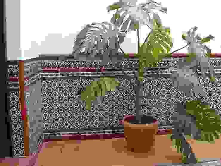 Patio Jardines de estilo mediterráneo de Hispalcerámica Mediterráneo