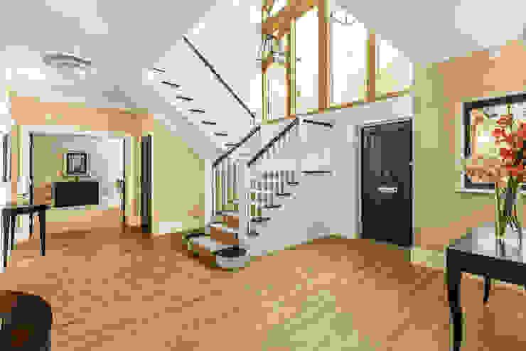 Farnham extension Modern corridor, hallway & stairs by C7 architects Modern