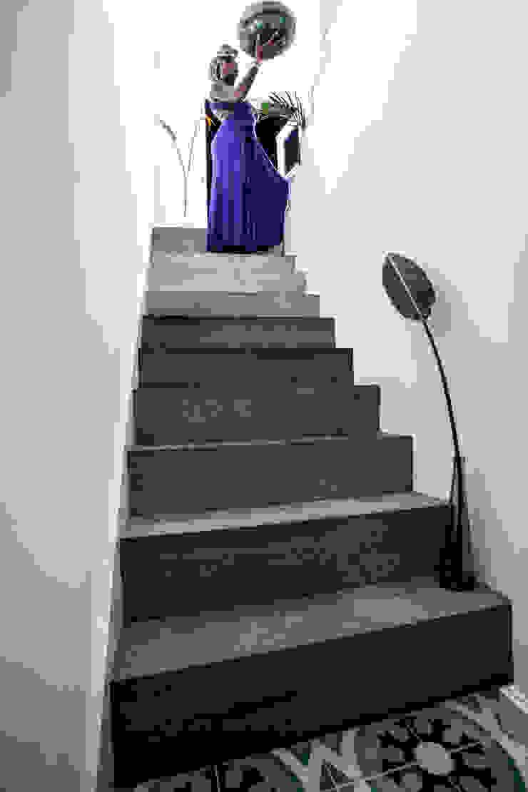 Peponi House Hành lang, sảnh & cầu thang phong cách nhiệt đới bởi STUDIO [D] TALE Nhiệt đới