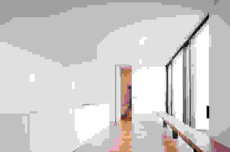 Casa Jarego CVDB Arquitectos Corredores, halls e escadas modernos