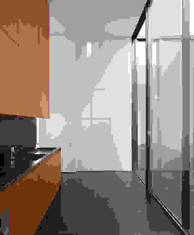Casa Jarego Cozinhas modernas por CVDB Arquitectos Moderno