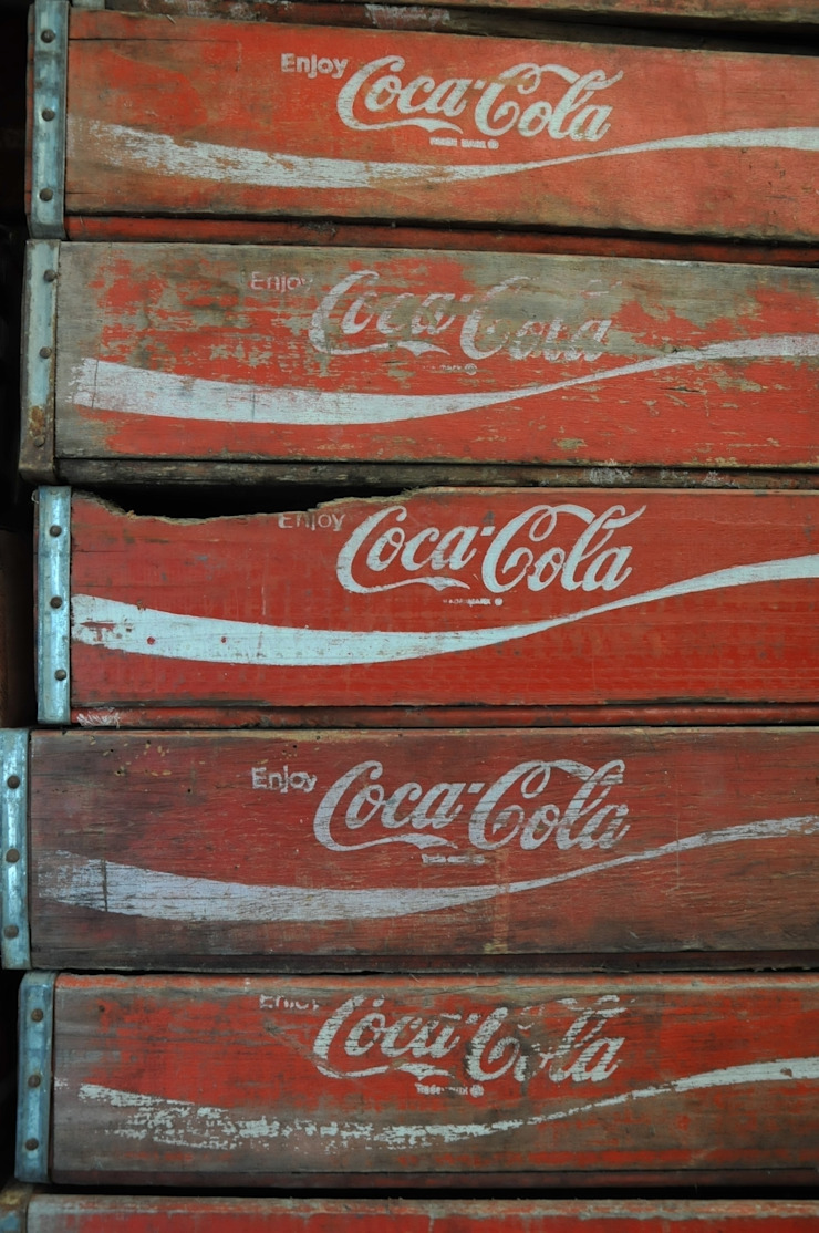 Original vintage Coke crates de Tramps (UK) Ltd Rústico