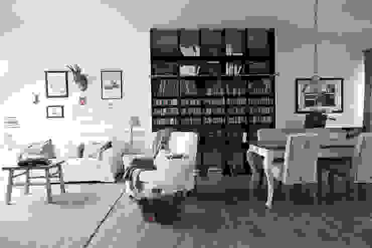 Salas de estar escandinavas por Studio Inaczej Escandinavo