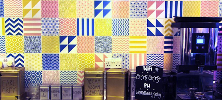 Colour Pattern Tiles Gastronomie originale par Tile Fire Ltd. Éclectique