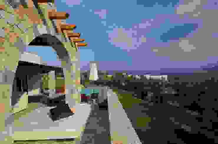 Scorcio del panorama Balcone, Veranda & Terrazza in stile mediterraneo di CARLO CHIAPPANI interior designer Mediterraneo