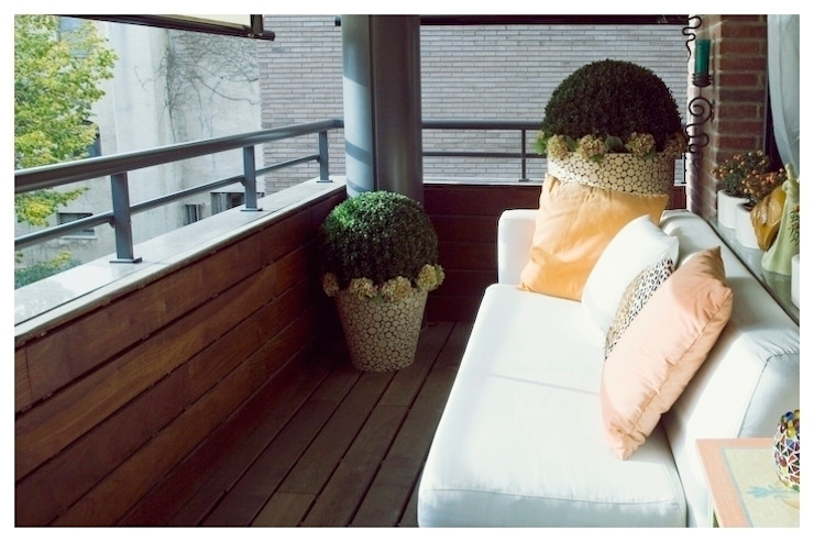 Blanco Balcones y terrazas de estilo minimalista de Cardellach Interior & Events Minimalista