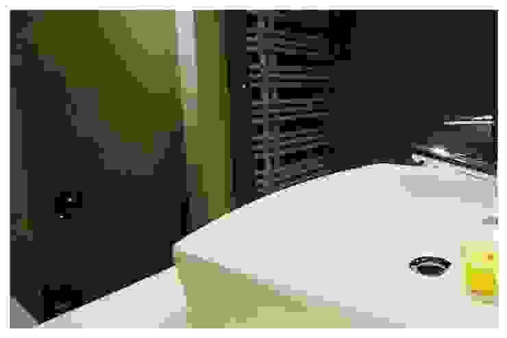 Blanco Baños de estilo ecléctico de Cardellach Interior & Events Ecléctico